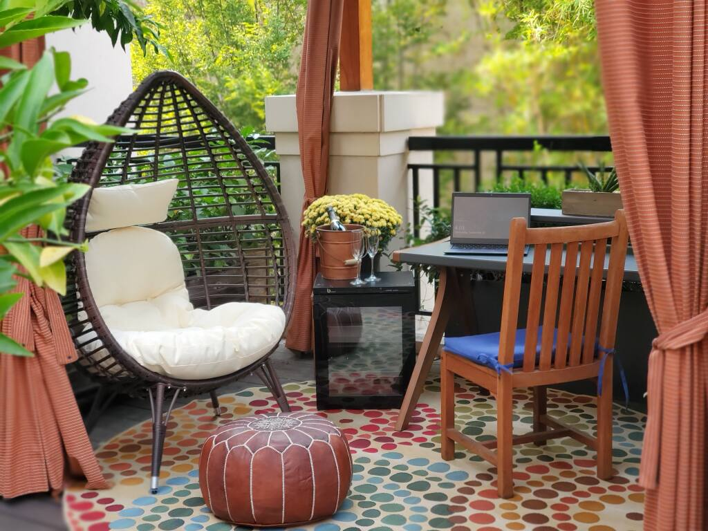 Andaz Napa's on-site work offerings include an office cabana setup. (Photo courtesy Andaz Napa)