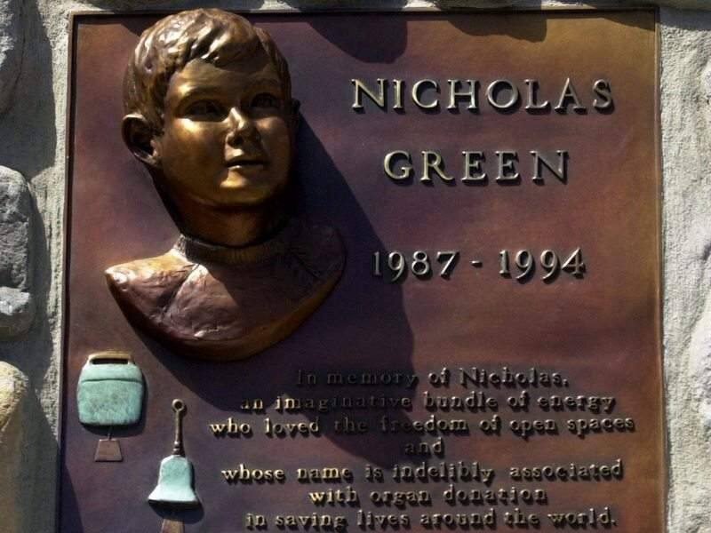A plaque at Nicholas Green Park in Bodega Bay commemorates the boy whose 1994 shooting death led to a surge in organ donation in Italy. (JOHN BURGESS/ PD FILE)