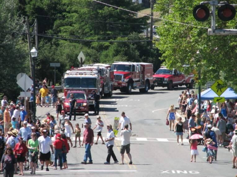 Penngrove Parade (PENNGROVESOCIALFIREMEN.ORG)