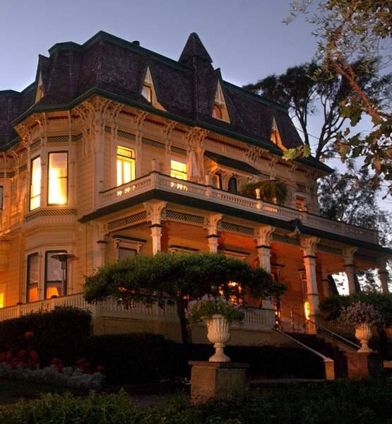 Madrona Manor Inn, in the hills above the Dry Creek Valley, was built in 1881. It features an inn and restaurant.