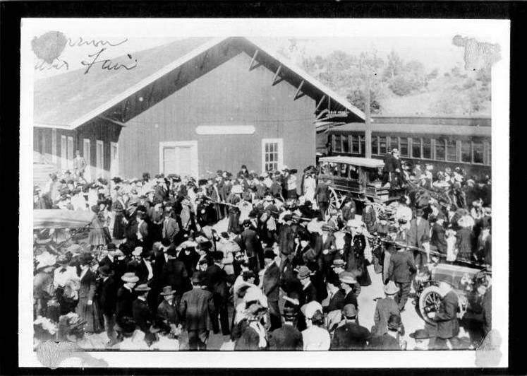 Citrus Fair goers at the Cloverdale train station, circa 1915. (Courtesy of the Sonoma County Library- Sonoma Heritage Collection)