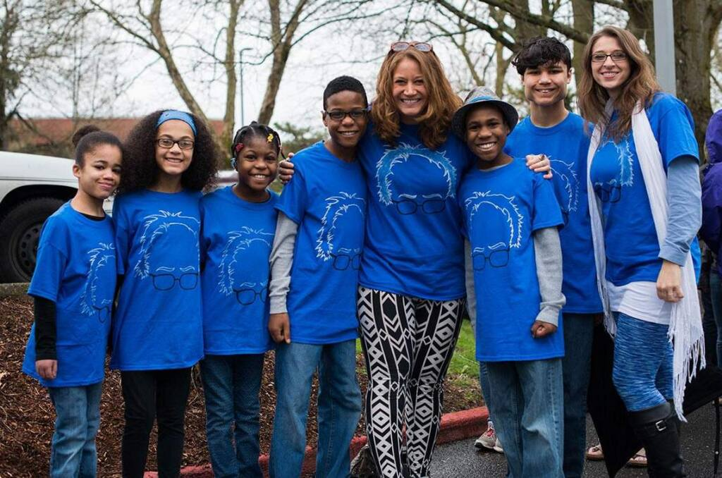 Jennifer Jean Hart (fifth from left), Sarah Margaret Hart (far right) and their six children, including Hannah Hart (first from left) at a Bernie Sanders rally in Portland, Oregon, Friday, March 25, 2016. (Photo via KATU)