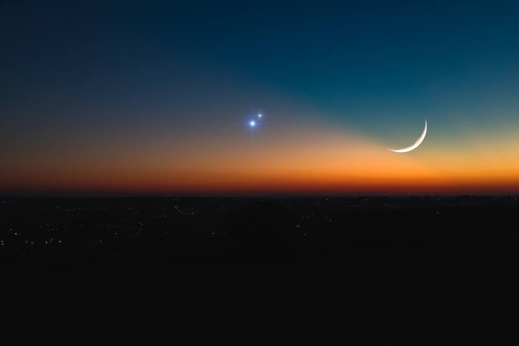 Jupiter, Saturn and the moon align.