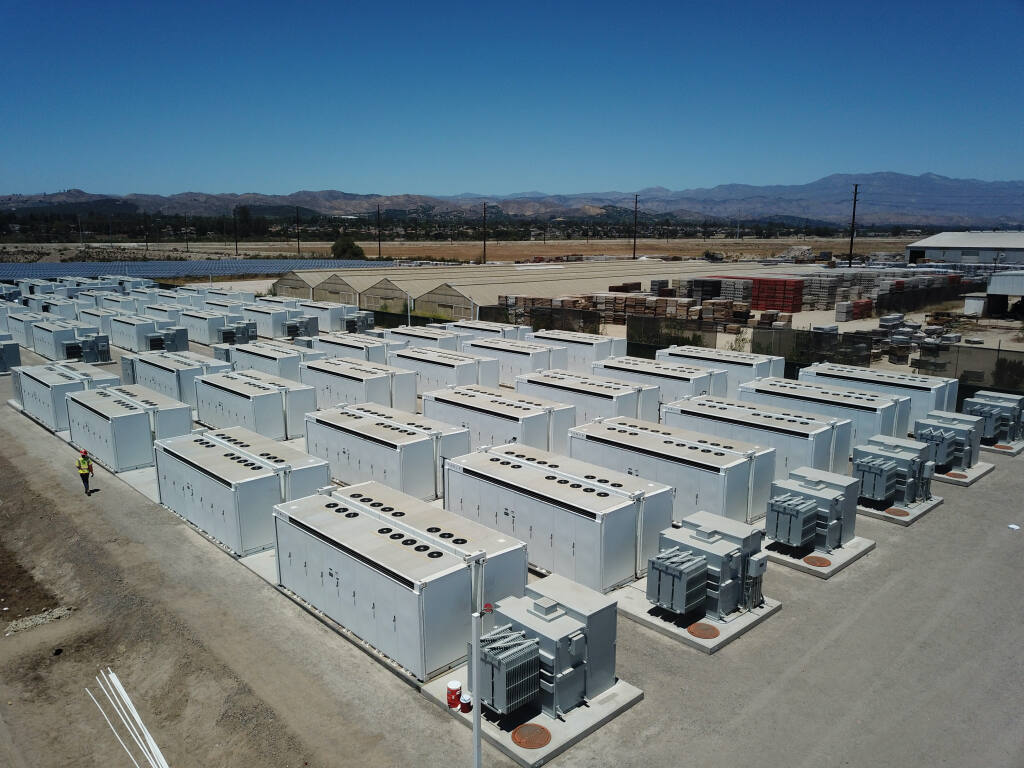 Dozens of Tesla Megapacks sit at a Strata Clean Energy battery storage installation in Ventura, California. A similar installation is planned for a site southeast of Petaluma. (COURTESY OF STRATA CLEAN ENERGY)