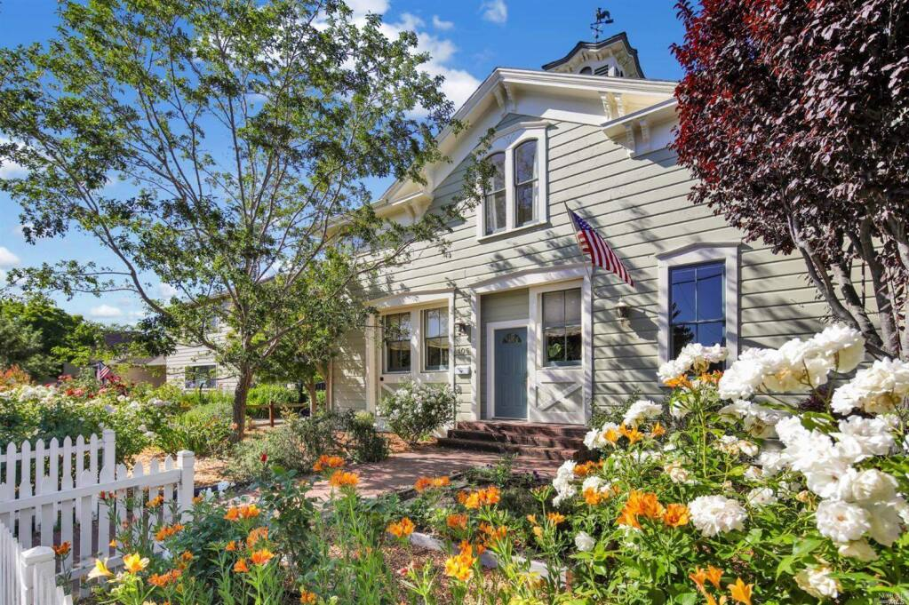 105 Eighth St. is a 4 bedroom, 3 bathroom, 3,101 square foot historic carriage house on the market in Petaluma for $1,579,000. Take a peek inside. Property listed by Corey Robinson/Golden Gate Sotheby's International Realty, sothebysrealty.com, 415-758-0255. (Courtesy of BAREIS MLS)