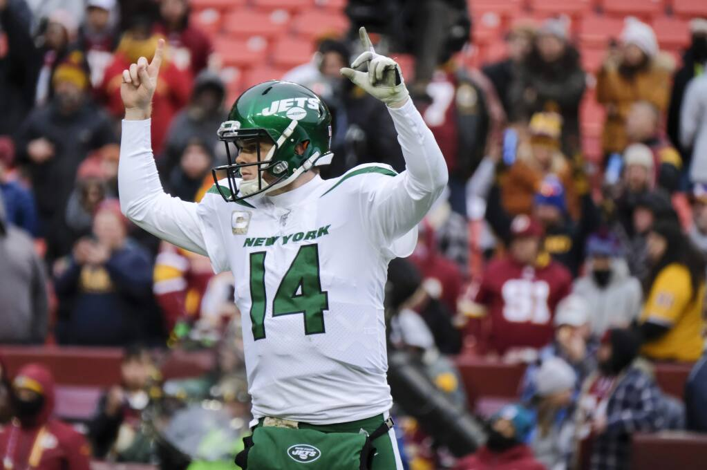 New York Jets quarterback Sam Darnold celebrates a touchdown against the Washington Redskins during the second half, Sunday, Nov. 17, 2019, in Landover, Md. (AP Photo/Mark Tenally)