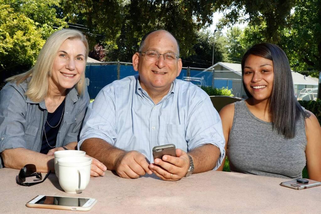 Gregg Fishman with his wife, Debra, at left, and daughter Danielle. (Gregg Fishman)