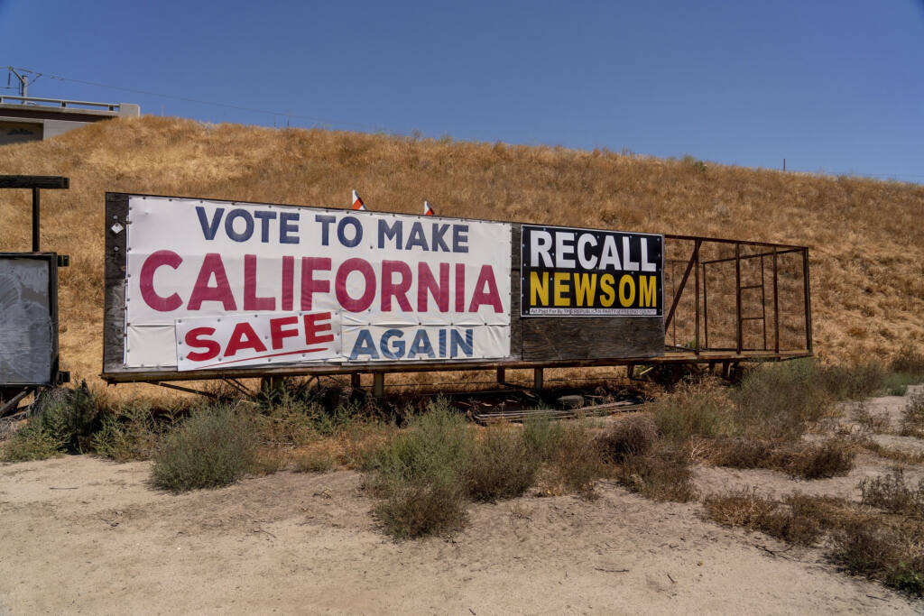 A sign against California Gov. Gavin Newsom in the Tulare County town of Ducor. (KYLE GRILLOT / Bloomberg)