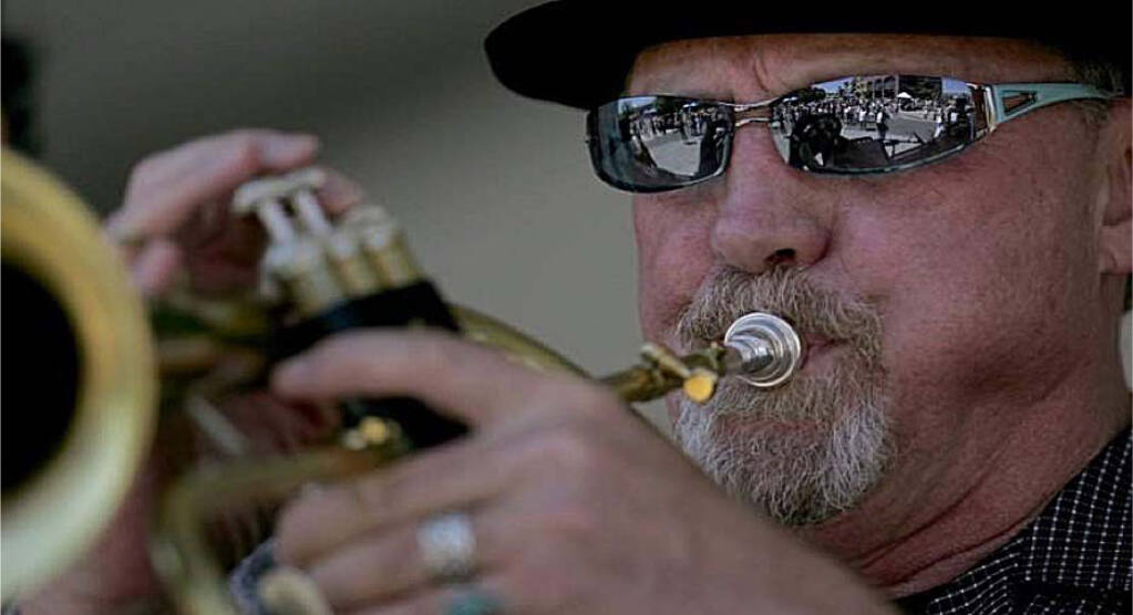 Longtime Petaluma musician Peter Welker, 78, is leaving Petaluma after 48 years and relocating to Arizona.