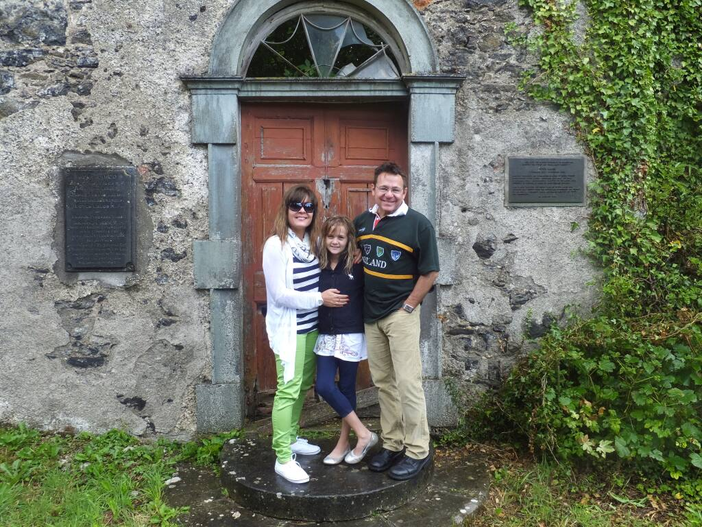 Kevin Akers with his family at Lalor's Tenakill House in Queen's County, Ireland (COURTESY OF KEVIN LEE AKERS).