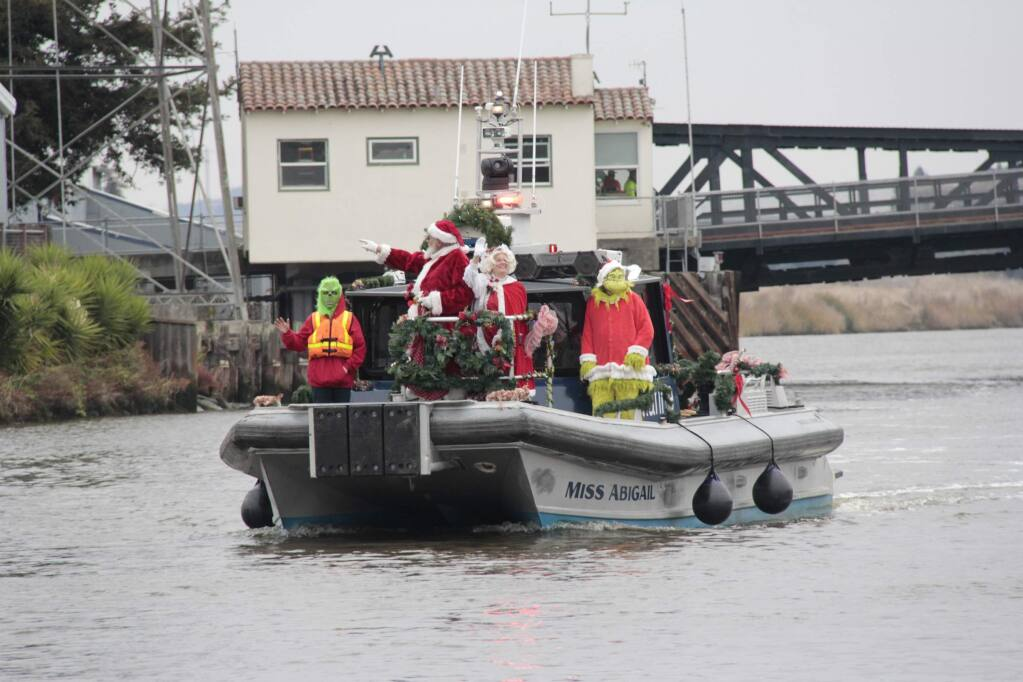 Santa's Riverboat Arrival in the Petaluma Turning Basin on Saturday, November 30, 2019. JIM JOHNSON for the ARGUS COURIER.