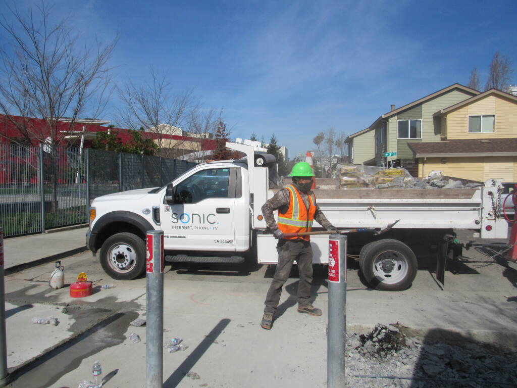 A Sonic crew installs gigabit fiber optic lines in Oakland on Tuesday, March 2, 2021. (courtesy of Sonic)