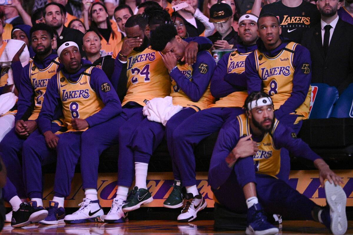 Lakers return to court after emotional tribute to Kobe Bryant