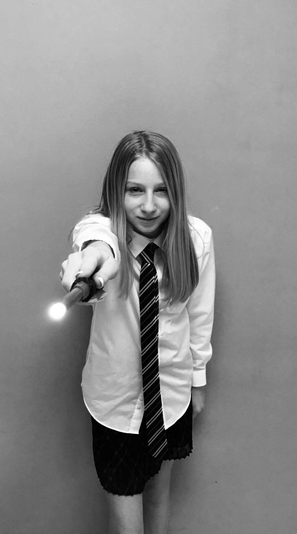 Alice Brookstone as Luna