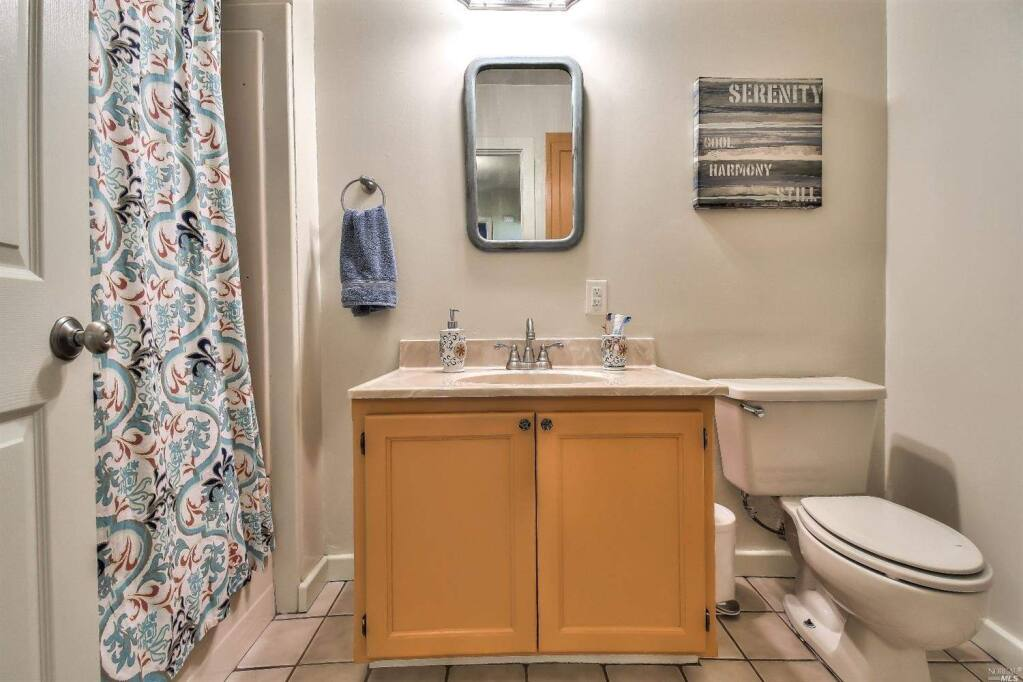 1900 Petaluma Bungalow With Apartment On The Market For 898 000