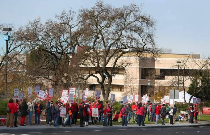 Mental health professionals and their supporters protest in front of Kaiser Permanente in Santa Rosa on Monday, Jan. 12, 2015. (CHRISTOPHER CHUNG/ PD)
