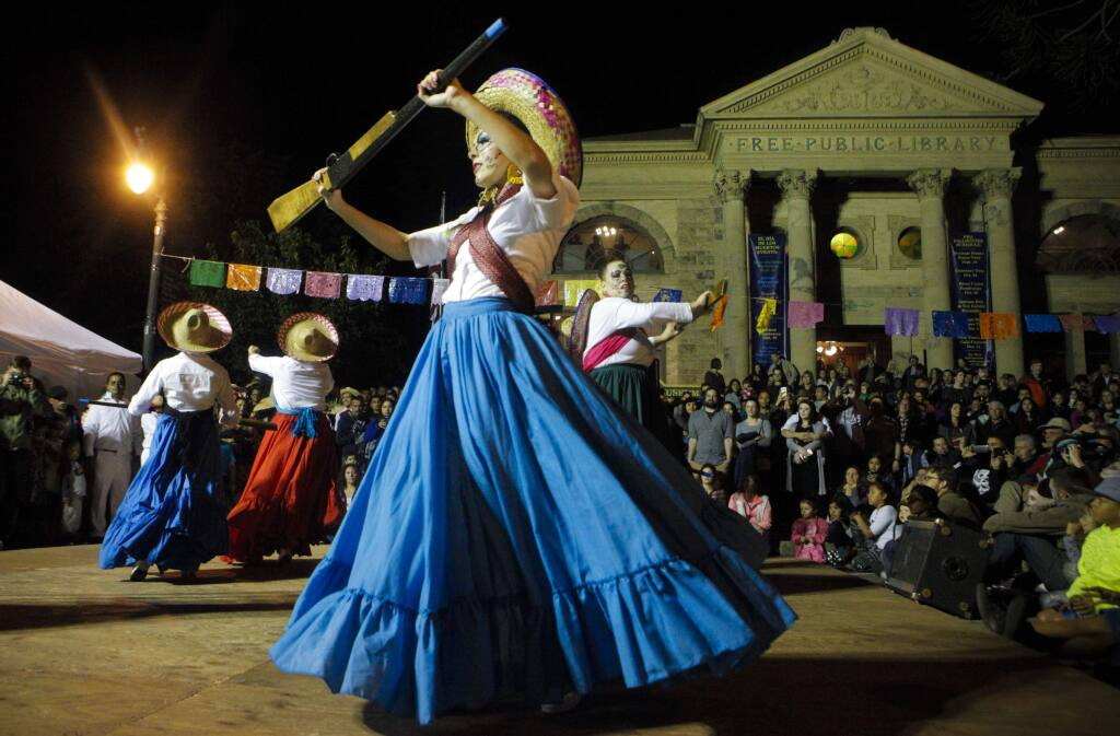 Petaluma, CA, USA.Saturday, October 29, 2016. Ballet Folklorico de Petaluma Pauquiyollatzin exhibit historical dances during the celebration of Dia de los Muertos. (CRISSY PASCUAL/ARGUS-COURIER STAFF)