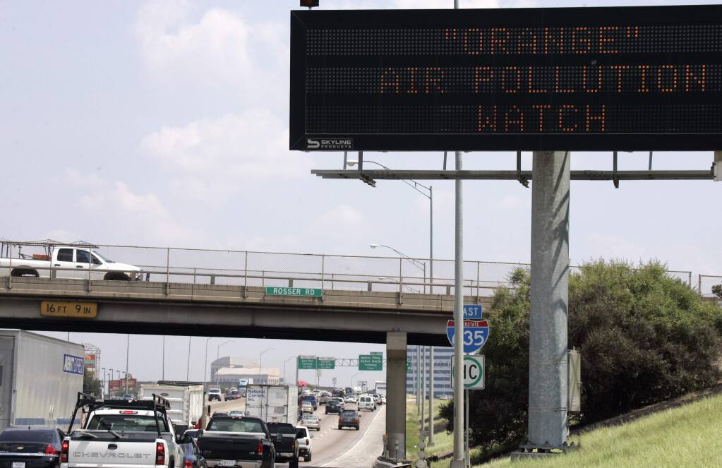 A sign posting an alert for bad air quality is shown along Interstate Highway 635 in Dallas. A similar system has been suggested for dealing with the coronavirus. (DONNA McWILLIAM / Associated Press, 2009)
