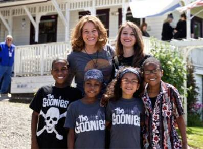Jennifer Jean Hart and Sarah Margaret Hart and four of their children in an undated photo. (Thomas Boyd/The Oregonian)