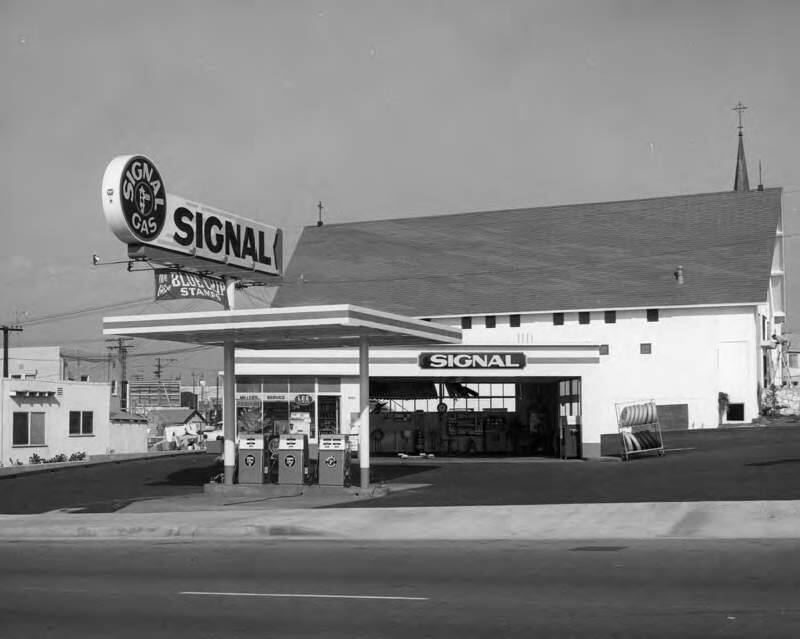 Example of a Signal service station in Los Angeles, 1960. It is almost identical in design features to the station from the same era at 899 Broadway, which will be dismantled and reconstructed as a family restaurant. (Ralph Morris Photographer, Los Angeles Public Library)