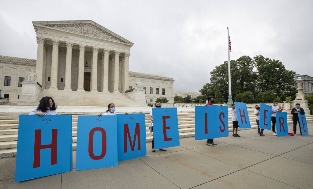 DACA students gather in front of the U.S. Supreme Court. (MANUEL BALCE CENETA / Associated Press, 2020)