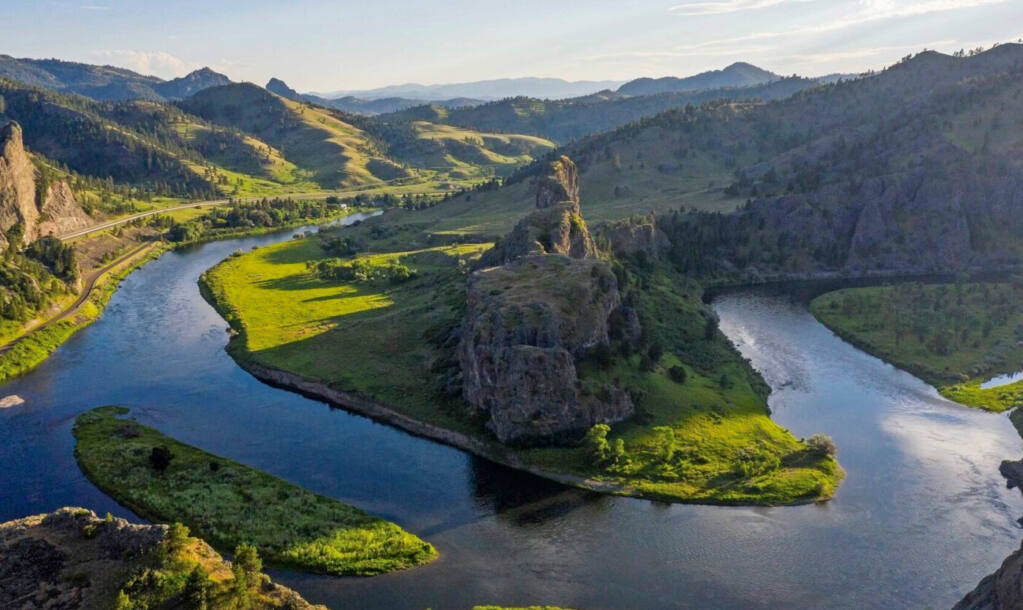 """Hidden Canyon Lodge is located on this picturesque horseshoe bend in the Missouri River opposite the rock structure known locally as """"Mountain Palace."""" (Hidden Canyon Lodge photo)"""