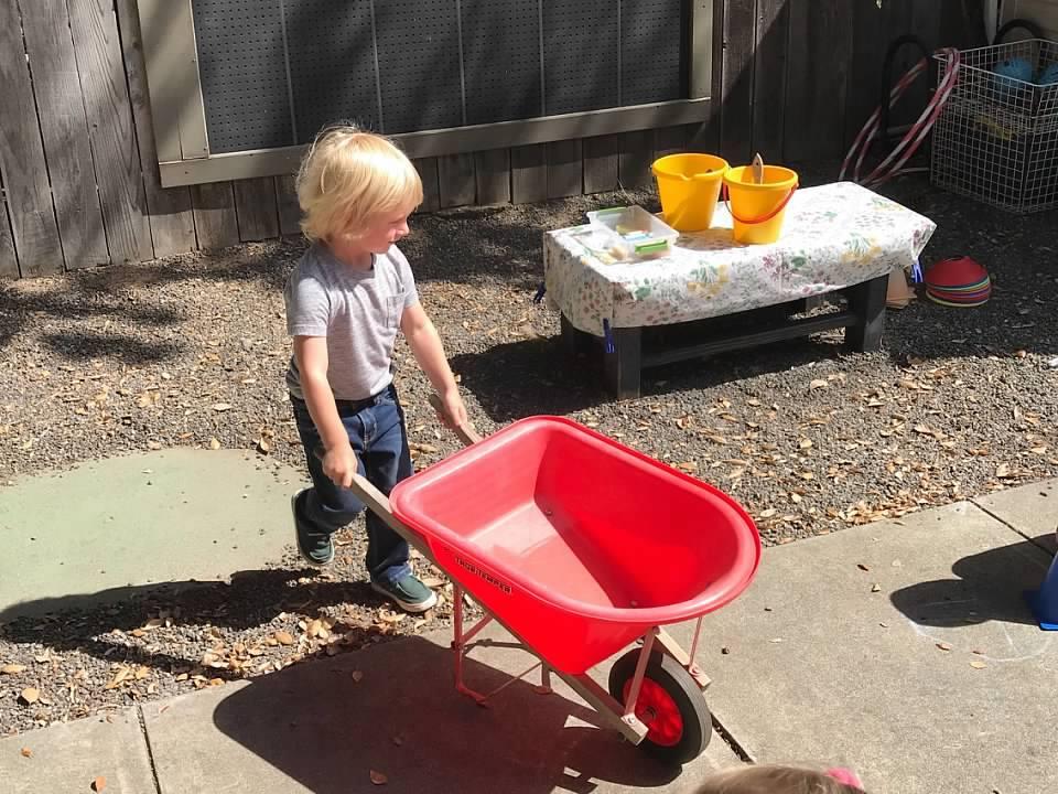 Crescent Montessori offers a pre-school day camp in Sonoma. (crescentmontessori.com)