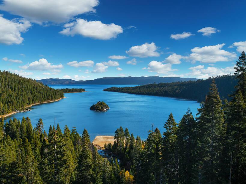 Lake Tahoe. ( IM_photo / Shutterstock)